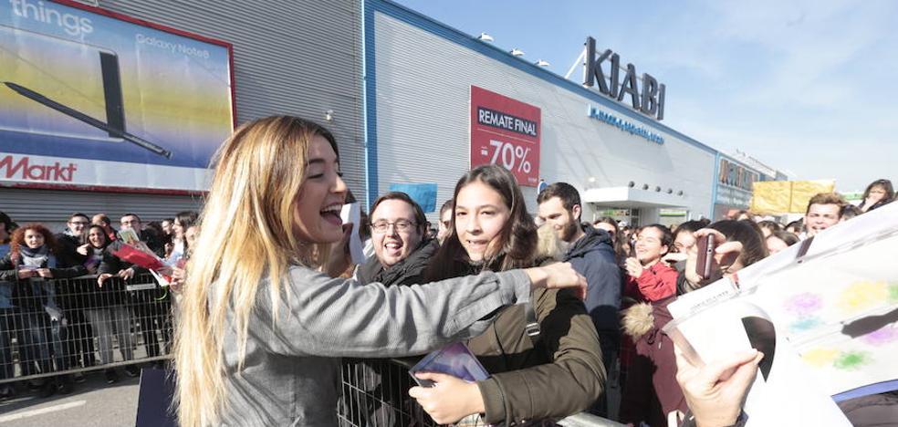 Se desata la locura en la firmas de discos de 'Operación Triunfo' en Granada