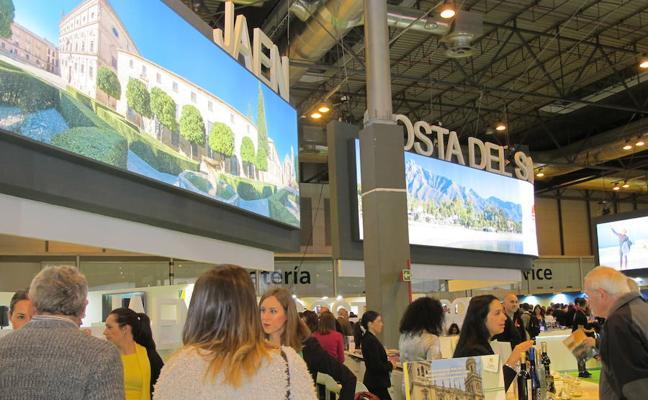 La Diputación valora las alianzas con otros territorios y con diversos operadores turísticos alcanzados en Fitur 2018