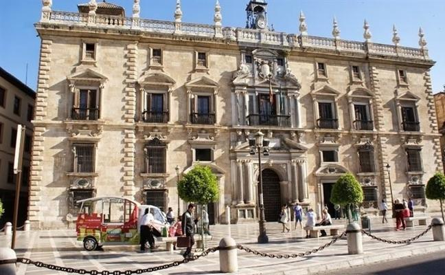 Piden tres años de cárcel para padre e hija por estafar en la venta de viviendas que no construyeron en Granada