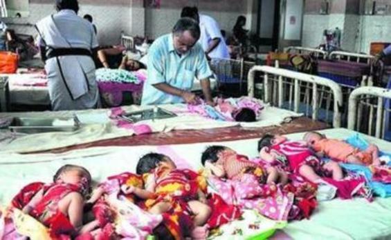 Dos madres cuyos bebé fueron intercambiados al nacer deciden quedárselos