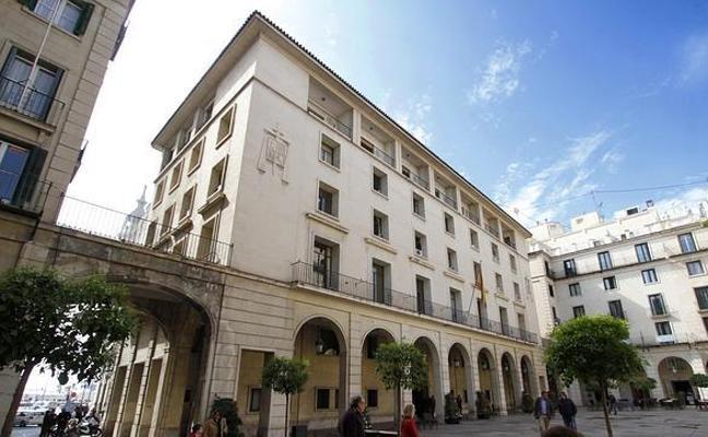 Dos gemelos robaron 300.000 euros escondidos en el techo del baño de un conocido