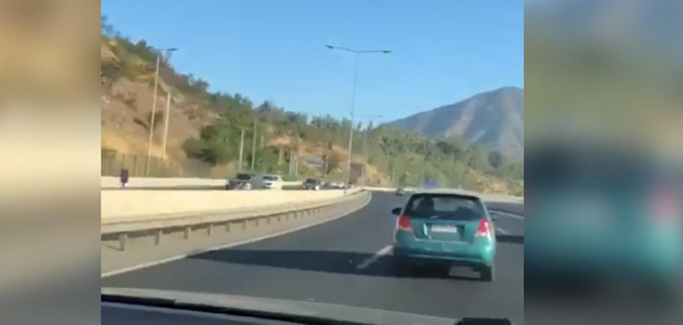 Embiste al coche de su amigo haciendo que se estrelle en la autopista