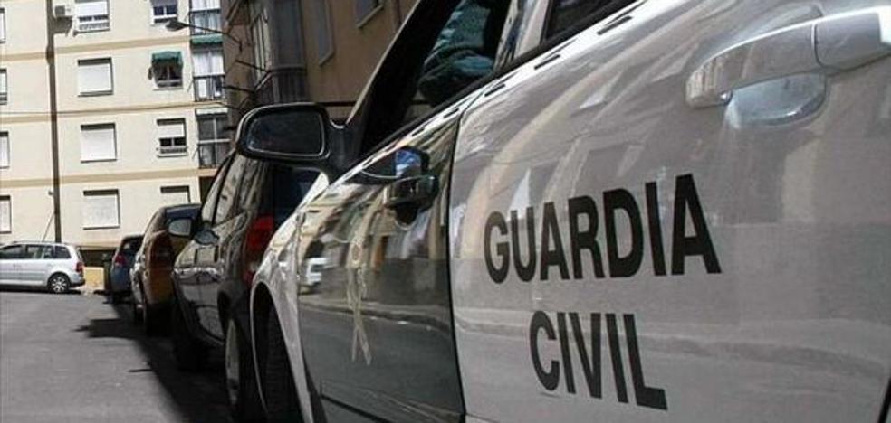 Un hombre de 64 años mata a un chico de 26 apuñalándolo y apedreándolo en la cabeza