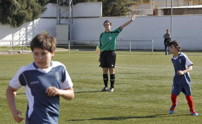 Padres y árbitro cruzan denuncias por agresiones en un partido de cadetes en Granada