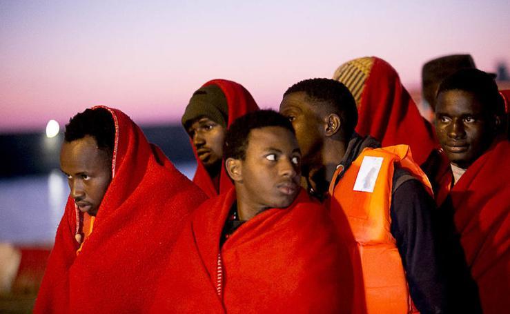 34 inmigrantes rescatados de una patera llegan al puerto de Motril
