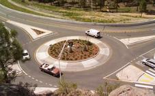 Un conductor borracho de 73 años intenta escapar de un control dando 17 vueltas a una rotonda