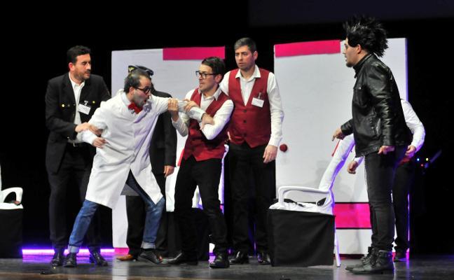 Un 'vuelo' muy singular que no olvidará el público del Teatro Cervantes