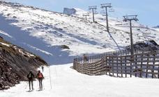 Sierra Nevada habilita el primer itinerario de esquí de montaña de la estación