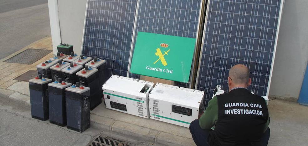 Tres detenidos en Atarfe y Pinos Puente por robar placas solares de una casa e instalarlas en otra