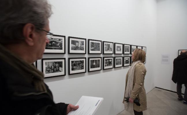 La fotografía herética de Duane Michals llega al Centro Guerrero