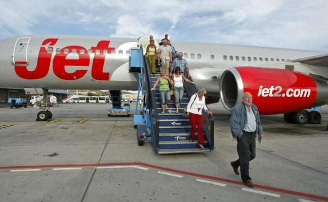 Ryanair y Jet2.com se quedan el hueco de Monarch y lanzan más vuelos al Reino Unido