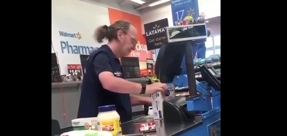 El cajero más desesperante del mundo que te sacaría de quicio en el supermercado