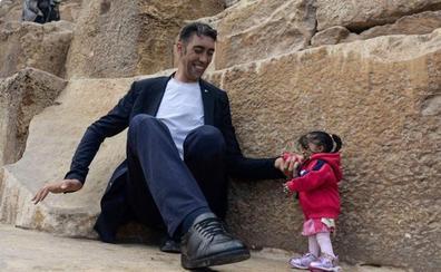 El histórico encuentro entre el hombre más grande del mundo y la mujer más pequeña