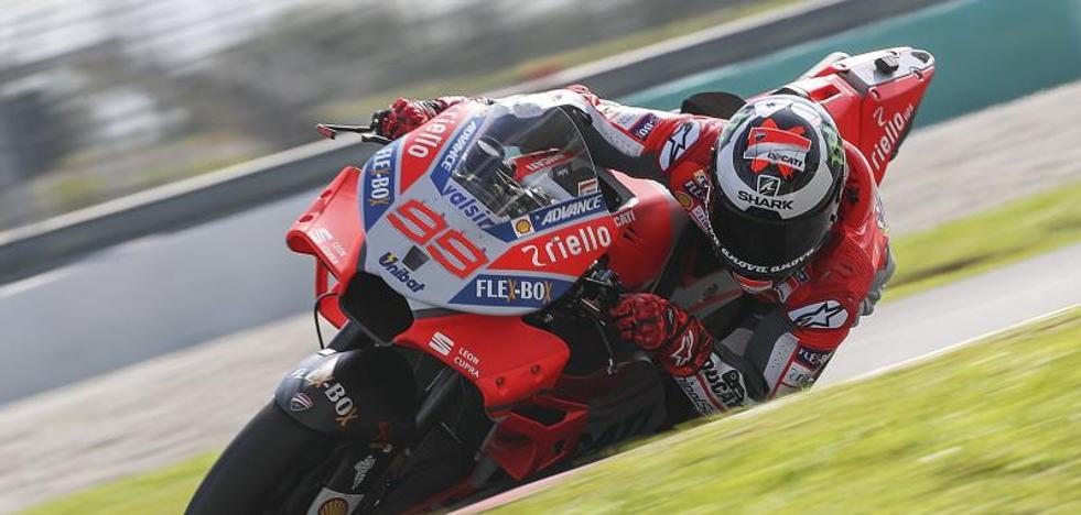 Lorenzo destroza el récord de Sepang en las primeras pruebas de MotoGP