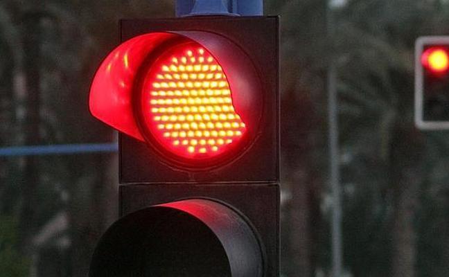 """Anulan dos multas por el 'foto-rojo' en los semáforos porque """"no permite considerar probada la infracción"""""""