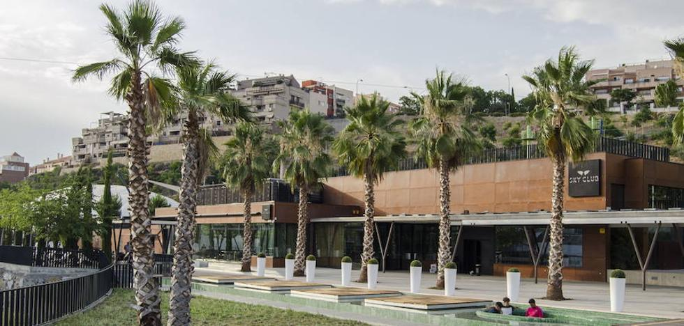 El Ayuntamiento de Granada acuerda revocar la concesión de la discoteca del Serrallo