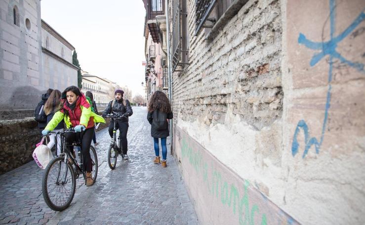 Edificios históricos de Granada con fachadas en riesgo de desprendimiento