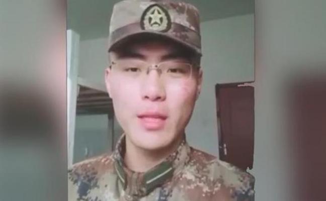 """Busca al héroe que le salvó de morir en un terremoto: """"Me he convertido en un soldado como tú"""""""
