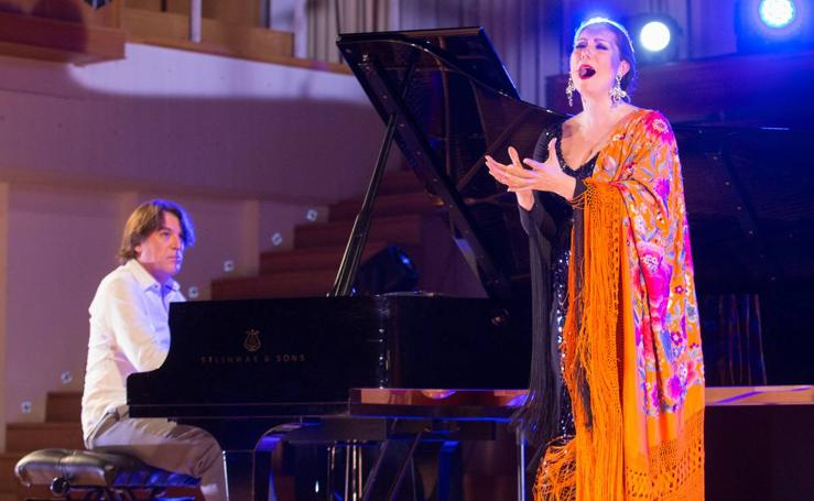 Marina Heredia y Dorantes ponen en pie al Auditorio Manuel de Falla