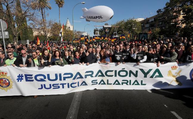Miles de personas piden en Sevilla la equiparación salarial en las Fuerzas de Seguridad