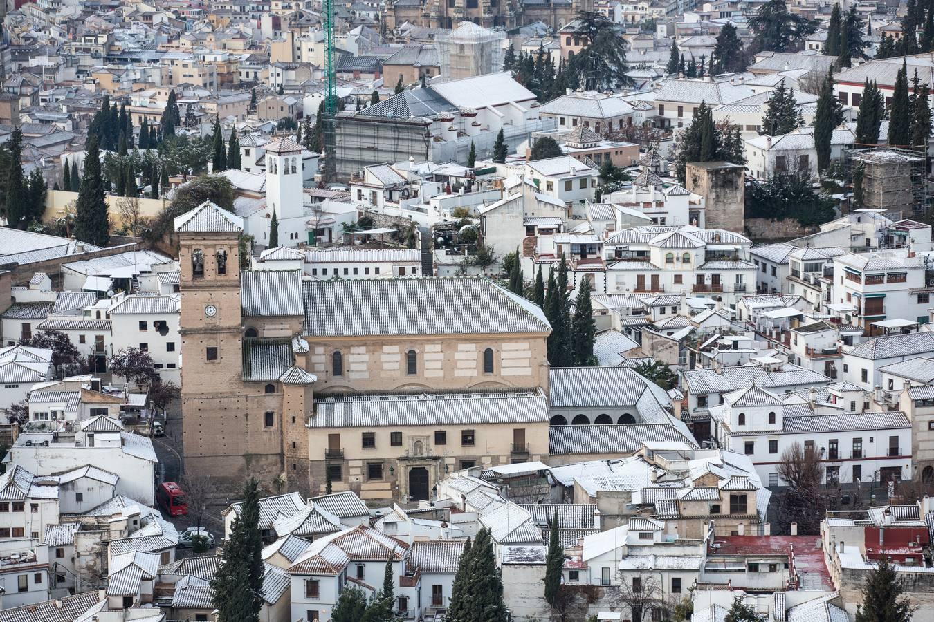 Las imágenes de Granada nevada al amanecer