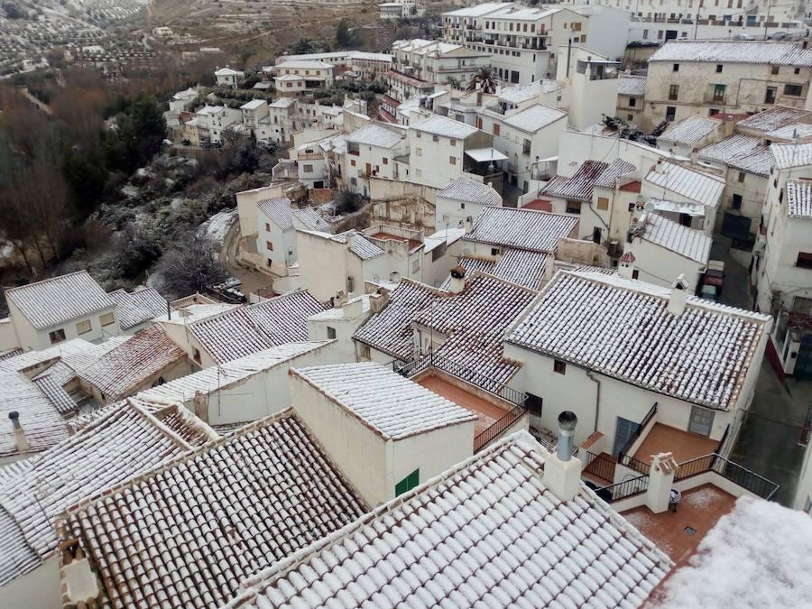 La provincia de Granada, bajo la nieve este lunes