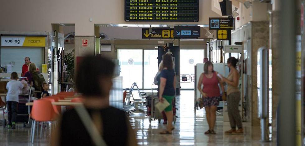 Tres horas y media de retraso en el vuelo a Madrid por nieve en Barajas