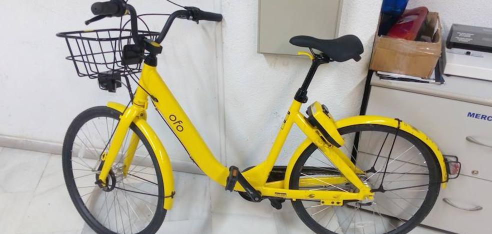 Aparece una bicicleta de alquiler de Granada en Almuñécar