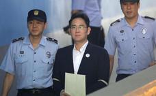 El heredero de Samsung queda en libertad tras la suspensión de la condena por 'Rasputina'