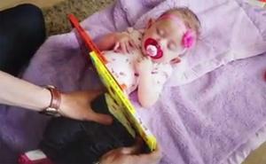 El increíble truco de un padre cortando a su hija que han visto 135 millones de personas