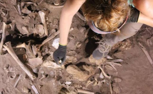 Los primeros cabellos teñidos formaban parte de los ritos funerarios, según un hallazgo de la UGR