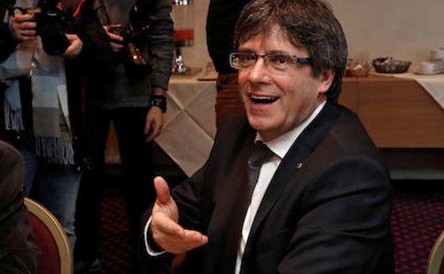 Puigdemont, sobre los regalos a policías en Murcia por el 1-O: «Franco estaría muy orgulloso»