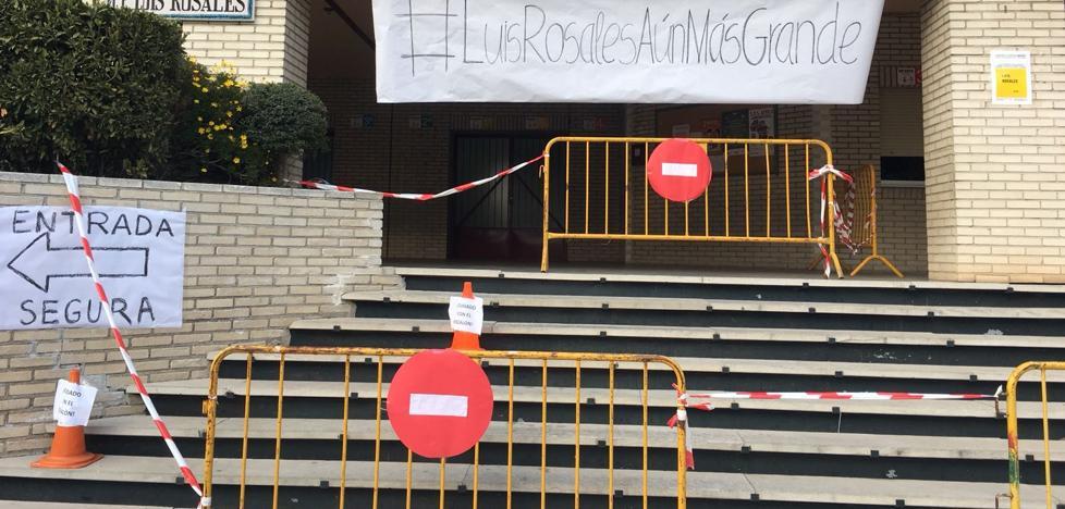 Los padres de un colegio de Granada acordonan la entrada del centro por ser «peligrosa»