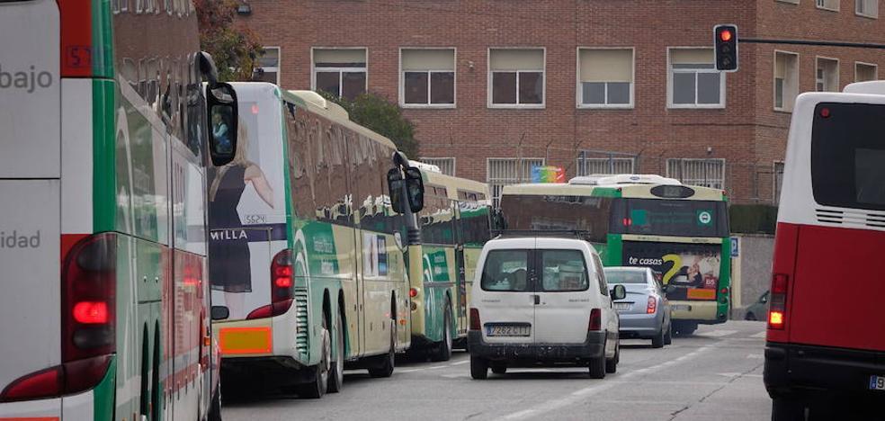 Un conductor atropella a un ciclista en el centro de Granada tras increparlo antes
