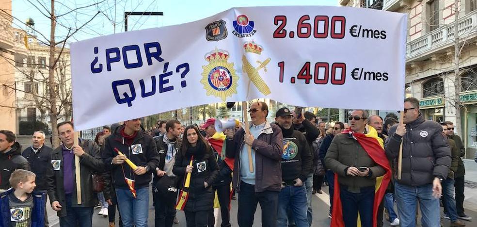 Un millar de personas exige en Granada la equiparación salarial de las Fuerzas de Seguridad del Estado