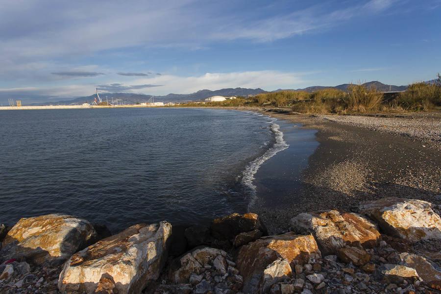 Así es la espectacular playa de las Azucenas de Motril