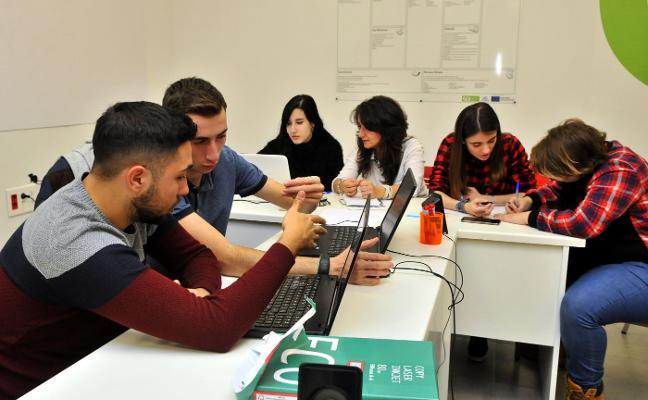 'Linares Camp Solución' acerca las empresas a los jóvenes de la UJA