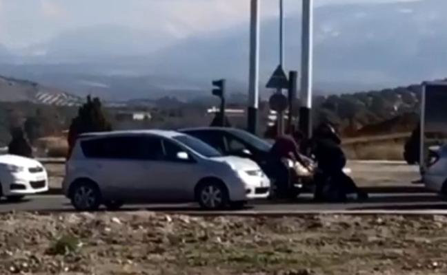 Multados por «comportamiento indebido» tras liarse a golpes por un roce de tráfico