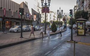 Condenado por pegar al hombre que quiso salvarlo cuando se tiraba sobre coches en marcha en Granada