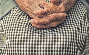 Absueltos los tres acusados de apoderarse de 150.000 euros de una anciana con Alzheimer en Granada