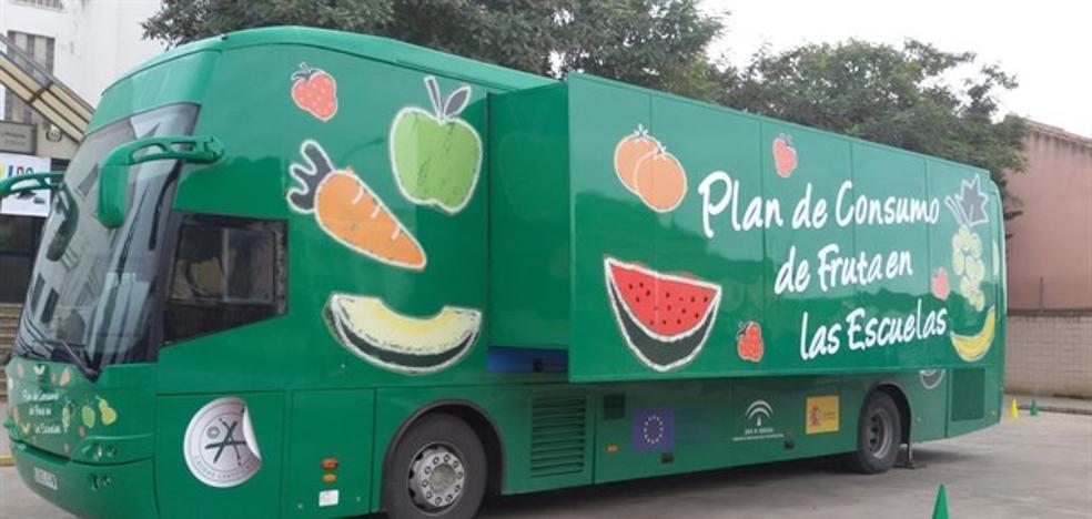 El 'Frutibús' visitará 33 colegios de Granada para enseñar a los niños una dieta equilibrada