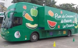 El 'Frutibús' visitará 14 colegios de Almería para enseñar a los niños una dieta equilibrada