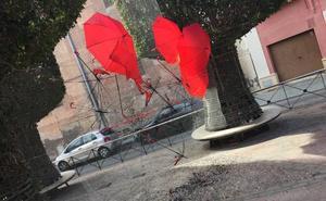 Destrozan la intervención efímera de los vecinos en el Casco Histórico por San Valentín
