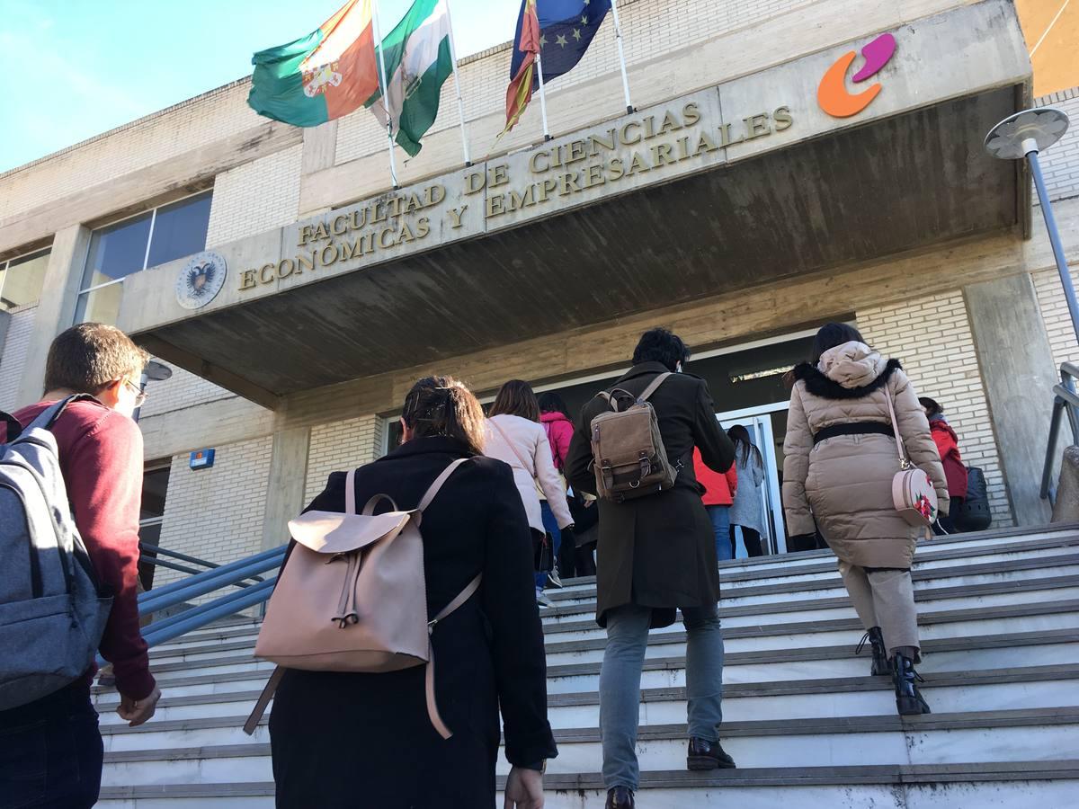 Fotos: Así fue el examen MIR en Granada