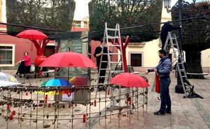 Reponen la instalación artística de San Valentín gracias a las donaciones de los vecinos