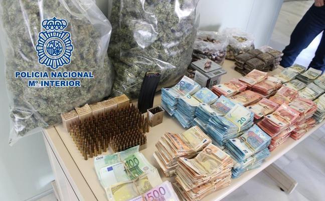 Cinco detenidos con 174.000 euros tras el desmantelamiento de cuatro plantaciones de marihuana en Granada