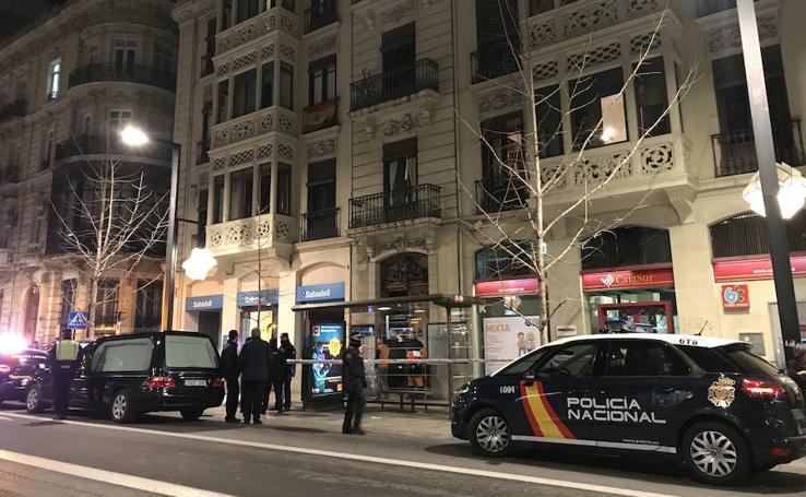 Revuelo en pleno centro de Granada por la muerte de una mujer tras precipitarse de un edificio