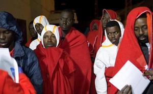 Cinco desaparecidos de una patera naufragada con 29 inmigrantes rescatados y trasladados a Motril