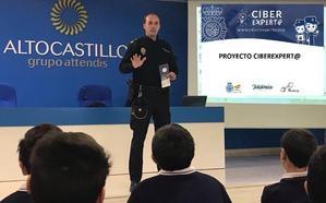 La Policía enseña a los escolares de Jaén cómo combatir los riesgos de internet