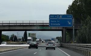 Tres heridos este mediodía por colisiones entre motos y coches en Granada
